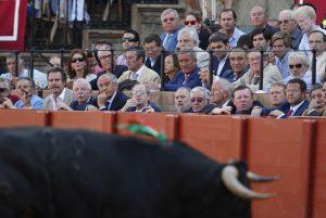 Magistrados del Constitucional viendo una corrida de toros