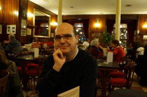 Bernardo Muñoz en café Gijón